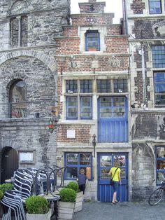 Het Tolhuisje is het kleinste huisje van Gent. Het staat aan de Graslei - Wendy de Roover