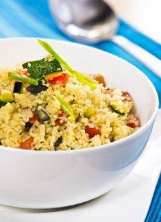 Cuscus cu legume: un preparat satios, dar dietetic 500 Calorie Meal Plan, No Calorie Foods, Quorn Burgers, Paella, Diet Recipes, Healthy Recipes, 500 Calories, Side Salad, Salads