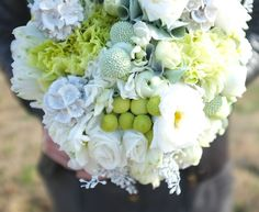 White and green in floral design for me is so beautiful, it just oozes optimum nature qualities by looking fresh and elegant. Here you can see they have used Carnations, Sweet Williams, Brunia, Craspedia, Ranunculus and Peonies.