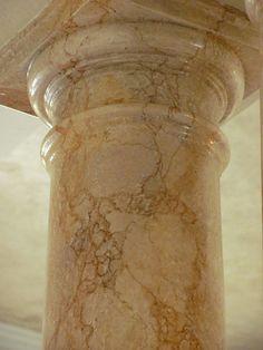 Veining Marble Columns