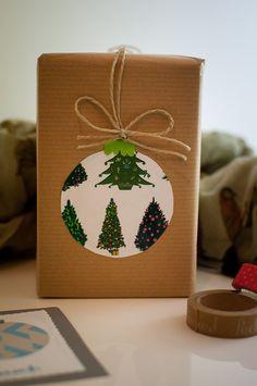 Diese Bastelideen kannst du entweder als Geschenkverpackung verwenden oder eine schöne Weihnachtskarte daraus basteln. Eine schöne Weihnachtsbastelei aus Papier