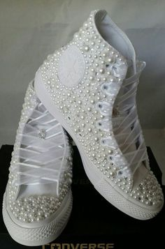 Wedding Converse- Bridal Sneakers- Bling & Pearls Custom Converse Sneakers- Bridal Chuck Taylors- Wedding Sneakers- Converse hochzeit- Bride - Sonja Buths - Damen Hochzeitskleid and Schuhe! Bride Sneakers, Wedding Sneakers, Converse Sneakers, Groom Shoes, Chuck Taylors Wedding, Cute Shoes, Me Too Shoes, Bling Shoes, Bling Bling