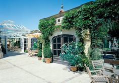 Huis Van Wonterghem, Kuurne (West-Vlaanderen) Bed And Breakfast, Mansions, House Styles, Party, Home Decor, Decoration Home, Manor Houses, Room Decor, Villas