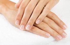 Nuestras manos hablan mucho de quiénes somos y las uñas son nuestra carta de presentación. Como cualquier parte de nuestro cuerpo se merecen que las cuides. Aquí alguno tips.