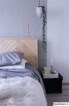 makuuhuone,harmaa,petivaatteet,diy,sängynpääty