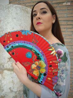 Si eres una apasionada del color no puede faltar este diseño en tu colección de abanicos pintados a mano...  #abanicos #originales #abanicosdemadera #pintadoamano #artesanales Hand Fan, Aurora, Hand Fans, Accessories, Painted Fan, Umbrellas, Hands, Fan, Northern Lights