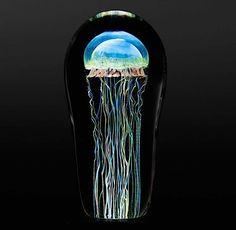 Hyperrealistische Glasskulpturen von farbenfrohen Quallen - detailverliebt.de