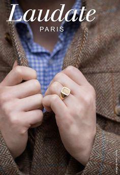 Chevalière carrée pour homme en or 18 carats. Gravure héraldique.