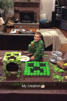 Minecraft creeper cupcake cake! Super easy and great for a theme party!