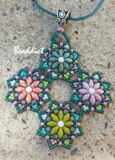 SD Star pendant. Beaded by Beaddict. Seed beads, superduo beads, drucks.
