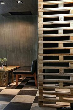 Reclaimed table and pallet wall divider Wille Wood Work