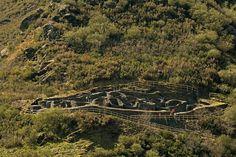 La imagen puede contener: árbol, planta, cielo, hierba, puente, exterior y naturaleza
