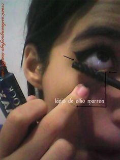 Passe devagar nos cilios de baixo, e tome cuidado nas extremidades. Para completar, passe lápis do olho preto ou marrom.