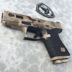 Like the two-tone effect? How about this badass multicam 2 tone. Grip work done by @ssvi_llc, slide work done by @dpcustomworks, cerakoted and owned by @sg_firearms #glockfanatics #glockporn...