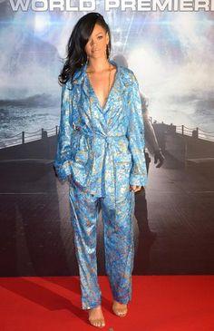 """Rihanna volta a investir na tendência """"pijama fashion"""". Saiba mais"""