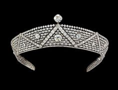 The Oriental Tiara, 1911, Cartier Paris.   Cartier Oriental platinum diamond tiara worn by Queen Elizabeth II. Stunning in it's simplicity.