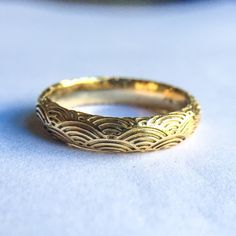 18k men's band with Japanese wave motif. Digby & Iona NY