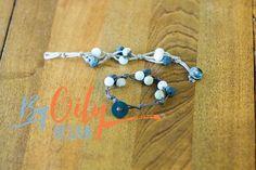 Super easy DIY essential oil diffuser bracelet using Lava rock beads and stone. How to make a diffuser bracelet and how to wear essential oils.www.byoilydesign.com YL#3177383