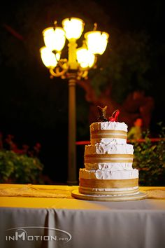 Burlap on wedding cake.  Love the topper. JEH Ranch Bakersfield www.Inmotion.pro