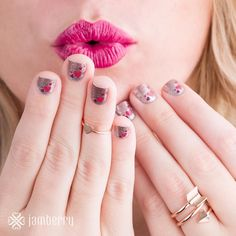 Are you ready for #valentinesday with your #manicure ? #jamberry has the answer with gorgeous #glitter #nailwraps that will last 2 weeks and not chip!  www.fabulousfingers.net to check out all our gorgeous options #diynailart #glitterynails #pink #hearts #valentines #red