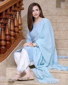 Party Wear Indian Dresses, Pakistani Fashion Party Wear, Indian Fashion Dresses, Indian Designer Outfits, Designer Dresses, Fashion Outfits, Stylish Dresses For Girls, Simple Dresses, Casual Dresses