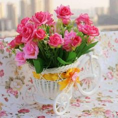 A bright dream , a start with the dream, let the days and nights be never without the dream. Love and peace to all Anuradha Birthday Bouquet, Donia, Peace And Love, Flower Pots, Wedding Bouquets, Beautiful Flowers, Glass Vase, Backyard, Table Decorations