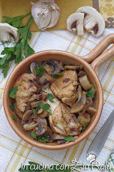 Pollo al marsala e funghi - In cucina con Zia Ralù Marsala, Zia, Thai Red Curry, Group, Board, Ethnic Recipes, Mint, Marsala Wine, Planks