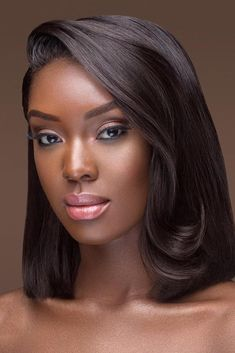 We have collected gorgeous black bride makeup ideas. In our gallery you will find makeup variety for different wedding styles for dark skin from classic gentle to bohemian burgundy or dark. Wedding Makeup Tips, Bridal Makeup Looks, Bride Makeup, Hair Makeup, Black Bridal Makeup, Dark Skin Makeup, Natural Makeup, Maquillage Black, Make Up Braut