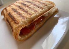 Sandwich με βρώμη συνταγή από τον/την Julie A. - Cookpad Low Calorie Recipes, Gluten Free Recipes, Little Chef, Dukan Diet, Mini Foods, Savory Snacks, Sugar And Spice, Light Recipes, Sandwiches