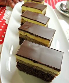 Romanian Desserts, Romanian Food, No Bake Desserts, Easy Desserts, Dessert Recipes, Good Food, Yummy Food, Sweet Cakes, Cookie Recipes