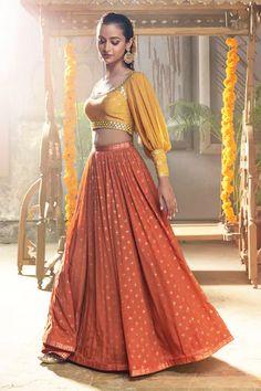 Stylish Blouse Design, Fancy Blouse Designs, Stylish Dress Designs, Stylish Dresses, Indian Gowns Dresses, Indian Fashion Dresses, Indian Designer Outfits, Designer Party Wear Dresses, Choli Designs