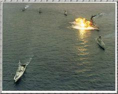 HMCS NIPIGON EX NORTHERN WEDDING USS IOWA Nipigon in foreground 1986