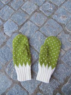 Vantar med enklare mönsterstickning Knitting Stitches, Baby Knitting, Knitting Patterns, Crochet Patterns, Crochet Gloves, Knitted Shawls, Knit Crochet, Mittens Pattern, Knit Mittens