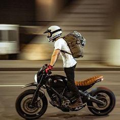 Scrambler y Cafe Racer Puebla! Cafe Racer Style, Cafe Racer Bikes, Bike Style, Moto Style, Ducati Scrambler, Cafe Racer Motorcycle, Motorcycle Style, Motorcycle Outfit, Bobber