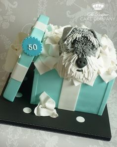 Schnauzer Dog Gift Box Cake This cake was made for my friend?s mum and dad who are celebrating their wedding anniversary. Cupcakes, Cupcake Cakes, Beautiful Cake Pictures, Beautiful Cakes, Amazing Cakes, Pretty Cakes, Tiffany Gifts, Gift Box Cakes, 50 Wedding Anniversary Gifts