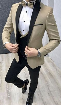 Take a spin on the traditional black tuxedo with this tan textured tuxedo with black pants and Black and tan/gold vest. This will be a perfect outfit for your wedding or prom! Have it custom made by Giorgenti New York! Mens Casual Suits, Dress Suits For Men, Classy Suits, Mens Suits, Men Dress, Blazer Outfits Men, Mens Fashion Blazer, Suit Fashion, Wedding Dresses Men Indian