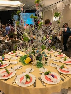 PartyTipz: entertaining with style and ease Easter Table, Easter Bunny, Tablescapes, Table Settings, Entertaining, Holidays, Beautiful, Style, Centerpieces