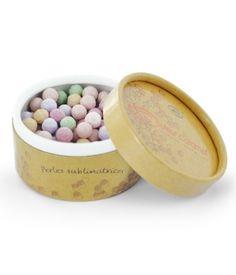 Couleur Caramel sort des perles de poudres multicolores pour sublimer de teint, à utiliser avec un gros pinceau.