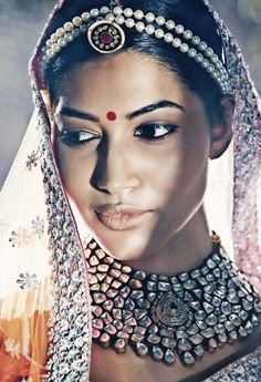 Indian Hindu bride. Indian bridal fashion. Indian jewelry. South Asian bride.