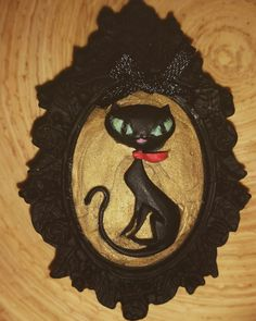 Black Cat Cameo Brooch by Ashen Remains.