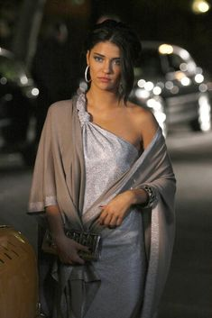 Vanessa's Silver Eric Daman Dress on Gossip Girl Fashion Tv, Holiday Fashion, Holiday Outfits, Fashion Models, Holiday Style, Style Fashion, High Fashion, Fashion Beauty, Gossip Girl Vanessa