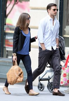Olivia Palermo Photos - TV personality Olivia Palermo was seen out with boyfriend Johannes Huebl in Brooklyn, NYC, New York on June Olivia seemed to have a large, swolen left thigh. - Olivia Palermo and Johannes Heubl Out in Brooklyn Estilo Olivia Palermo, Olivia Palermo Style, Stylish Couple, Stylish Men, Love Her Style, Looks Style, Black Flats Outfit, Olivia Palermo Wedding, Fashion Couple