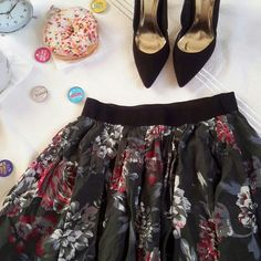 Host Pick! Floral skater skirt Style : floral Condition : mint Color: red,white, light gray,black Skirts Circle & Skater