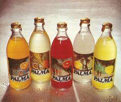 Kotiliesi 1969 Ananaspalma, nam, se oli hyvää, valitsin aina sen jos sai valita. Kokonaista pulloa ei vaan jaksanut koskaan juoda ... My Childhood Memories, Childhood Toys, Vintage Labels, Retro Vintage, Nostalgia, Retro Candy, Old Commercials, Good Old Times, Old Advertisements