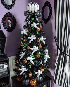 Can't wait for Christmas but still love Halloween? Combine two favorite seasons by putting up a Halloween tree this year! Halloween Christmas Tree, Halloween Tree Decorations, Black Christmas Trees, Merry Christmas, Ribbon On Christmas Tree, Christmas Trends, Christmas Tree Themes, Holiday Tree, Fall Halloween