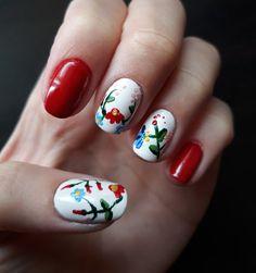 Hungarian emroidery nail art with Kalocsai pattern