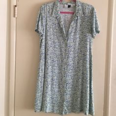 90's style grunge dress.com green floral Look at this beauty size 14 green floral dress looks so grungy and cool. I would say looks good on a medium to a large and rock that grunge style!100%rayon light airy fabric! Dress.com Dresses Midi