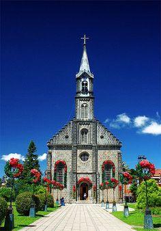 Church of S. Pedro, Gramado in Rio Grande do Sul - Brazil Rio Grande Do Sul, Places Around The World, Around The Worlds, Wonderful Places, Beautiful Places, Houses Of The Holy, Brazil Travel, Mexico Travel, Church Architecture
