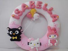 Lindo Porta Maternidade com o tema Hello Kitty, fazemos nas cores para combinar com a sua decoração.
