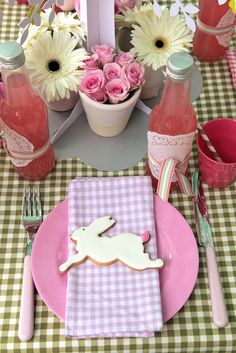 Cute easter brunch/lunch setting. I love the lemonade bottles.